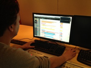 Schimmer aan het werk in zijn studio.